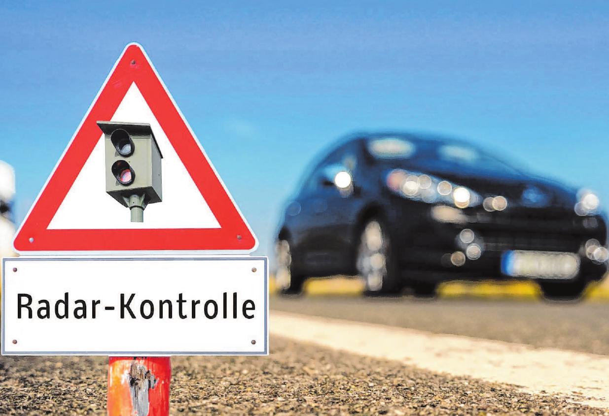 Bei einer erheblichen Tempoüberschreitung droht unter Umständen der Entzug des Führerscheins. Foto: djd/Roland-Rechtsschutz-Versicherungs-AG/Animaflora PicsStock – stock.adobe.com