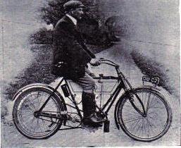 Mauritz Johann Schulte auf einer Light Triumph im Jahr 1904