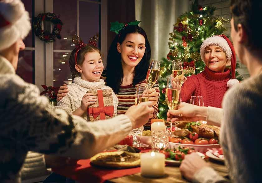 Zu den Weihnachtsfeiertagen kann man das Festessen ruhig mal zelebrieren, ohne schlechtes Gewissen zu haben. Foto: stock.adobe.com