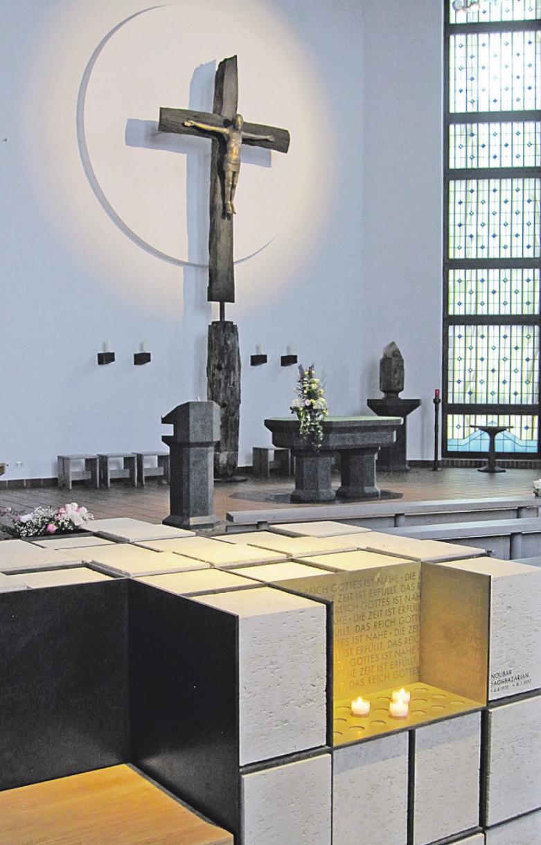 Urnen im Kolumbarium der Kirche St. Thomas Morus.