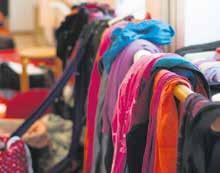 Die Tragetücher und -hilfen gibt es in vielen Farben und Designs