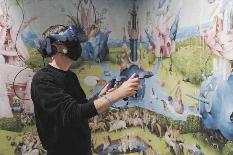 Ansicht der Virtuell Experience Station mit VR Brille. Foto: © Museum für Kommunikation, Stefanie Kösling