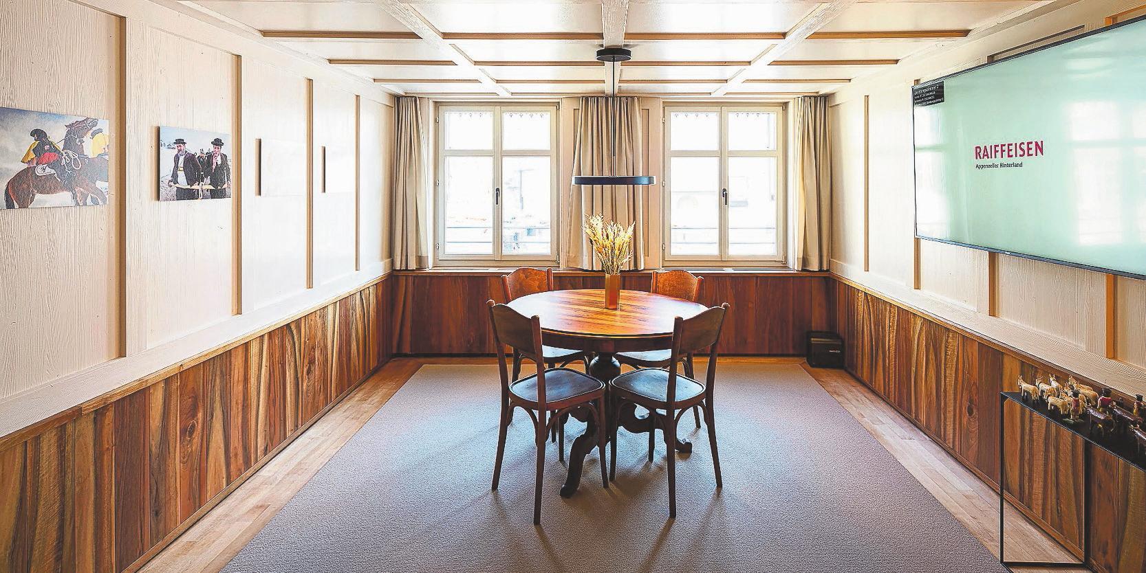 Das Beratungszimmer «Nähe» wirkt bodenständig und strahlt eine wohnliche Atmosphäre aus.