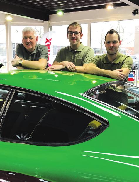 """""""Wir machen alles sauber"""", verspricht das Team der Fahrzeugaufbereitung Ahrensburg"""