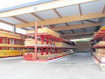 Auf 600 Quadratmetern werden Bauholz, Furniere usw. gelagert