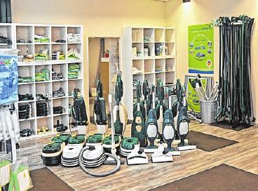 Im Center sind neue bzw. generalüberholte Staubsauger und Zubehör verschiedener Hersteller erhältlich.