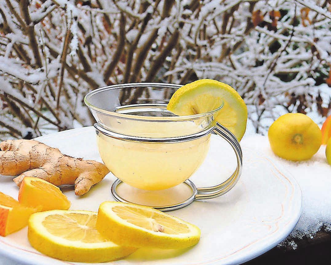 Ebenfalls beliebt und sehr gesund: Eine heiße Zitrone mit Ingwer und Honig.