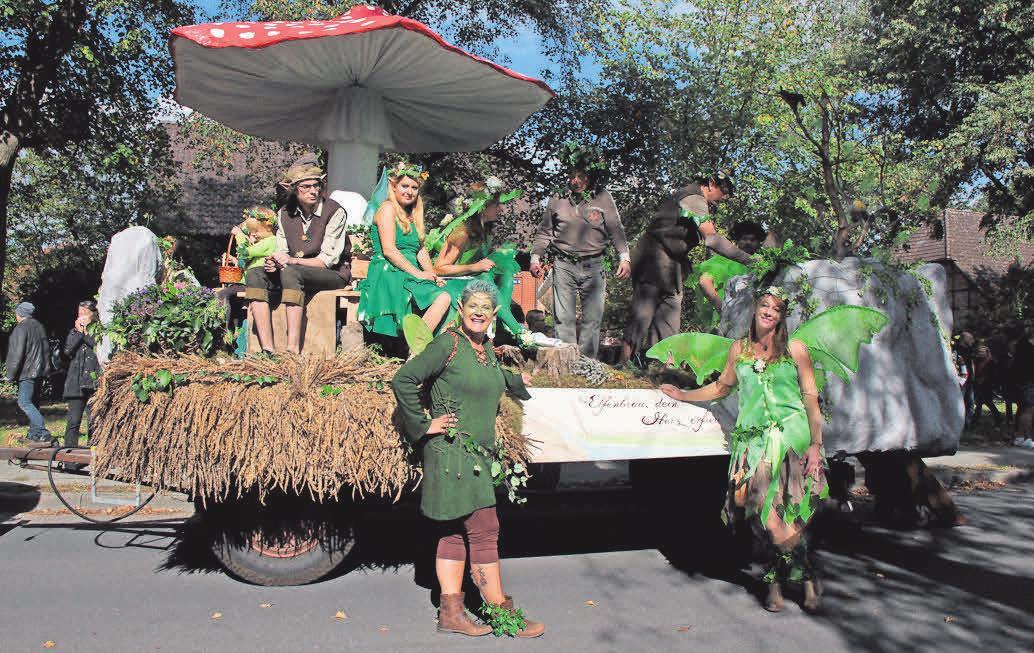 Die Elfen schweben durch den landwirtschaftlich geprägten Ort.