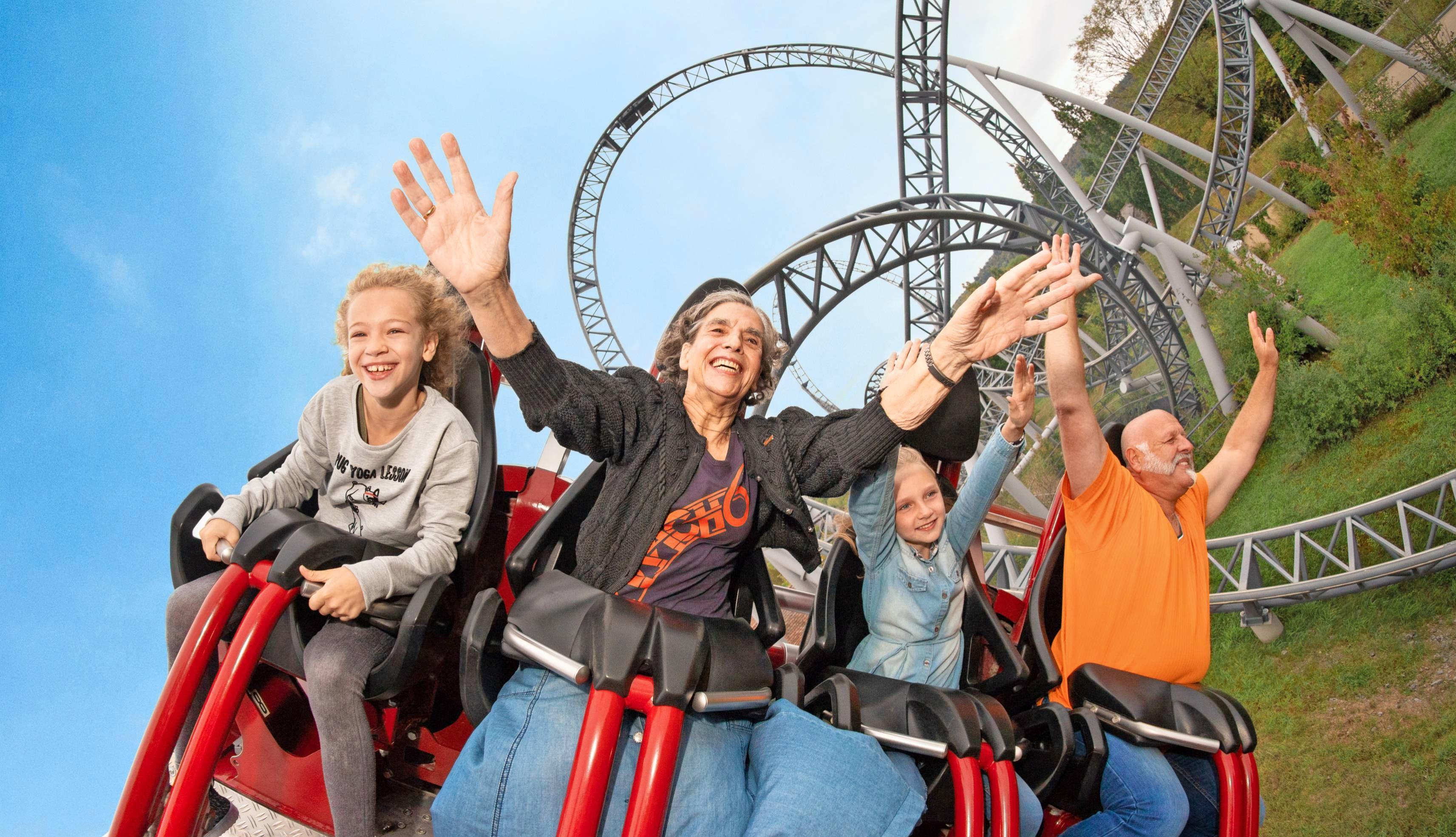 Stets ein Lächeln im Gesicht während der Fahrt: Ursel Dees (Zweite von links) hat sichtlich Spaß.