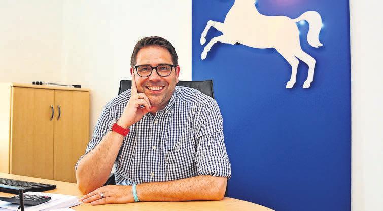 Stefan Korpiun kümmert sich um die Beratung der Kunden, die Bearbeitung von Schadensfällen und um die Organisation.