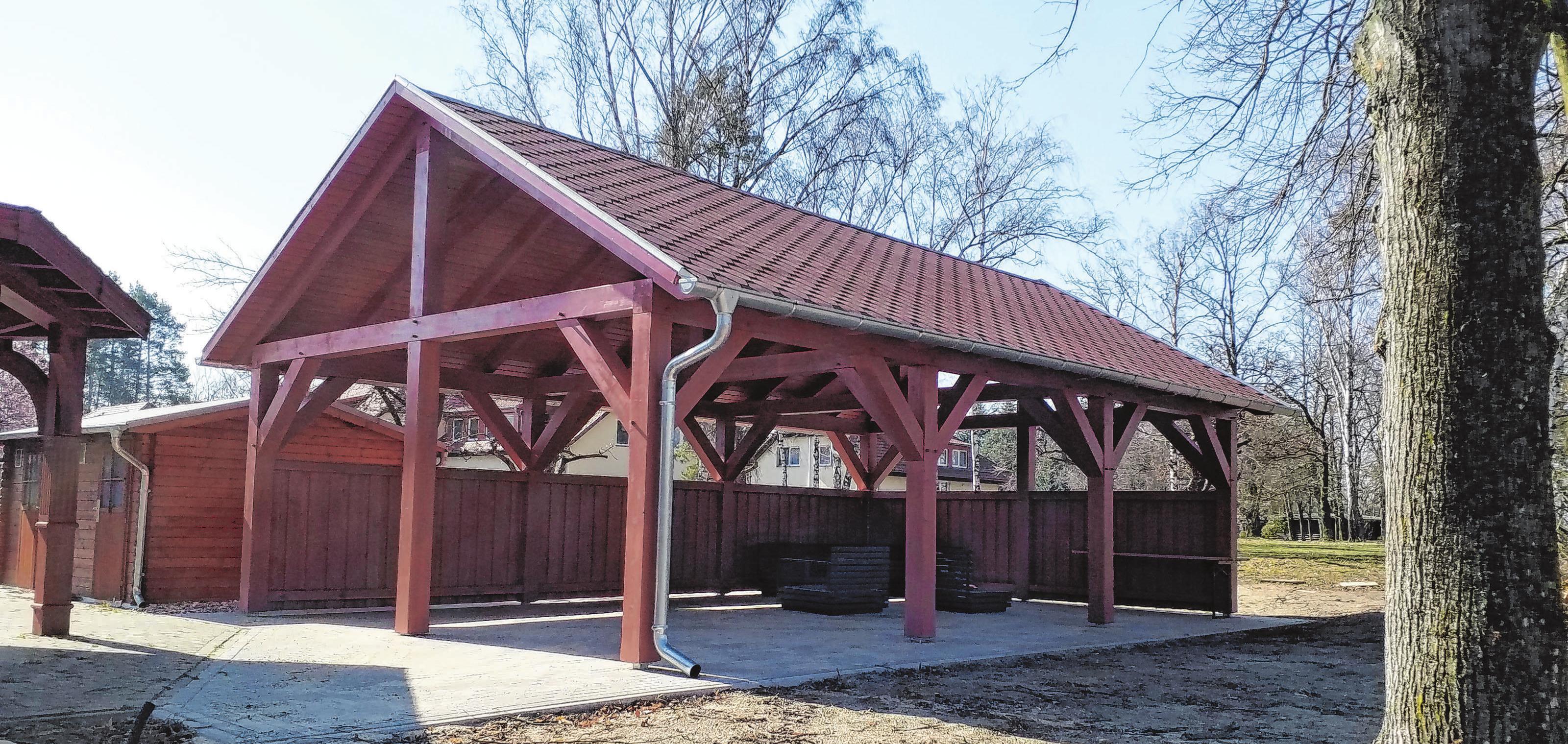 Auch auf dem Gelände des Sportzentrums in Kienbaum hat die Dachdeckerfirma Zeugnis ihrer Handwerkskunst<div>hinterlassen.</div>