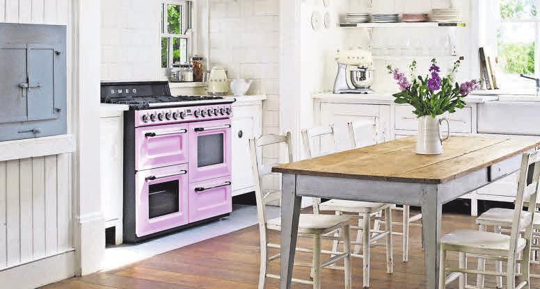 Nostalgie in der Küche: Mit dem Gas- ud Kochzentrum von Smeg kann auch für große Runden gekocht werden.