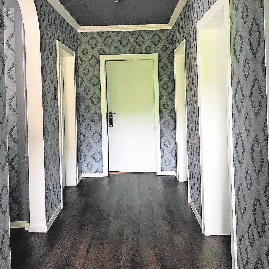Geschmackvolle Zusammenstellungen aus Bodenbelags- und Malerarbeiten sowie passenden Möbeln zeigen Erfahrung und Können der Schröter WOHNT-RAUMGESTALTUNG. FOTOS: TORBEN SCHRÖTER