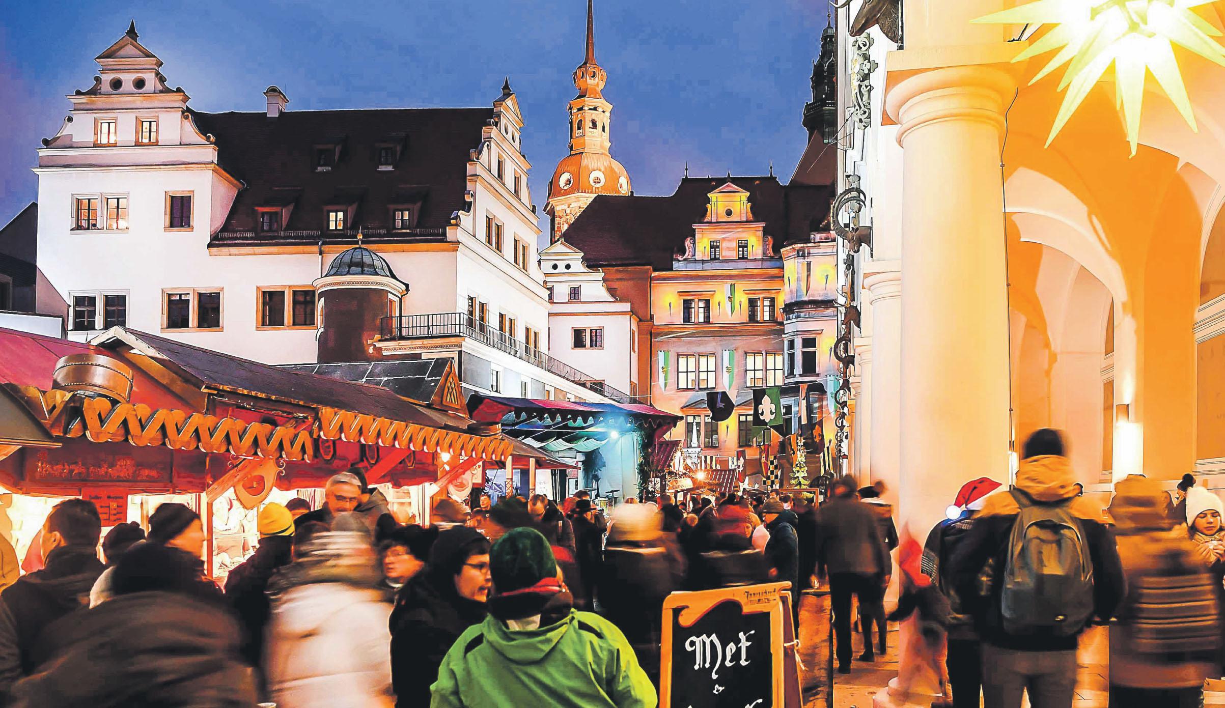 Der Stallhof des Dresdner Schlosses bildet die Kulisse der MittelalterWeihnacht, die jeden Winter fast 500.000 Besucher anzieht