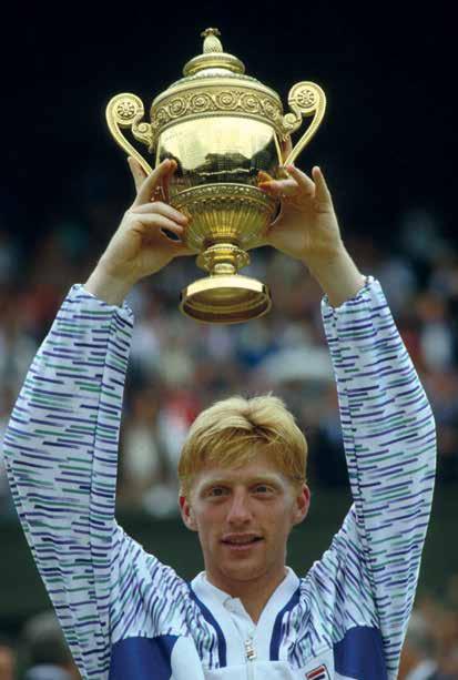 Boris Becker und der Renshaw Cup nach seinem dritten Wimbledonsieg 1989.
