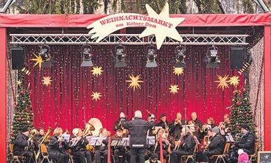 200 Menschen sangen zusammen mit dem KVB-Orchester unter freiem Himmel auf dem Severinskirchplatz in der Südstadt Image 2