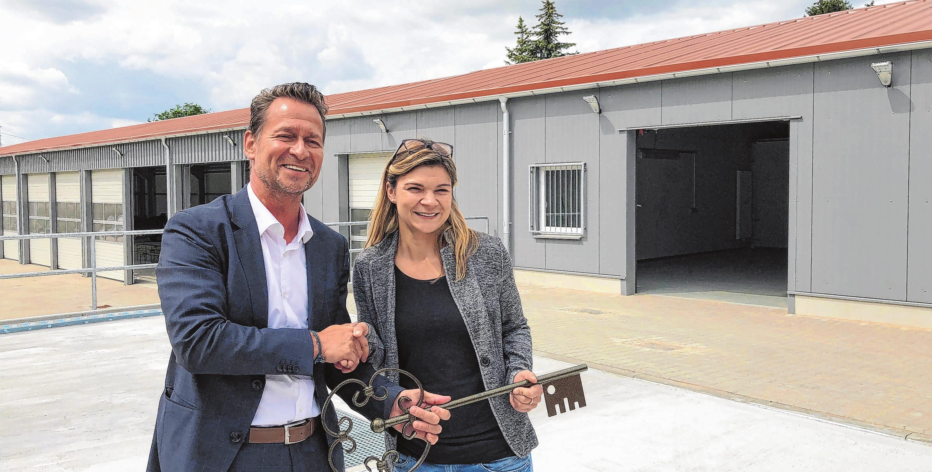 Bürgermeister Steffen Apelt und Bauhofchefin Anika Böttcher. Foto: Weißapfel