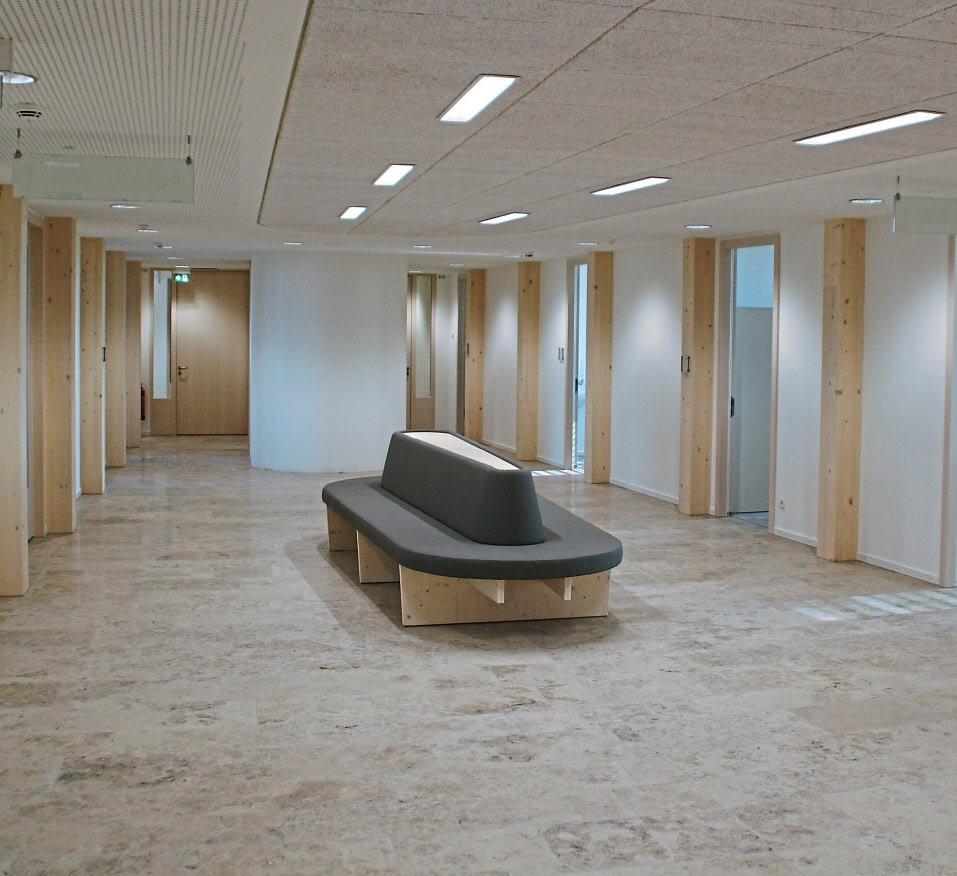 Großzügig und hell sind die Wartebereiche und Flure des neuen Dienstleistungszentrums. Fotos: Landratsamt Eichstätt