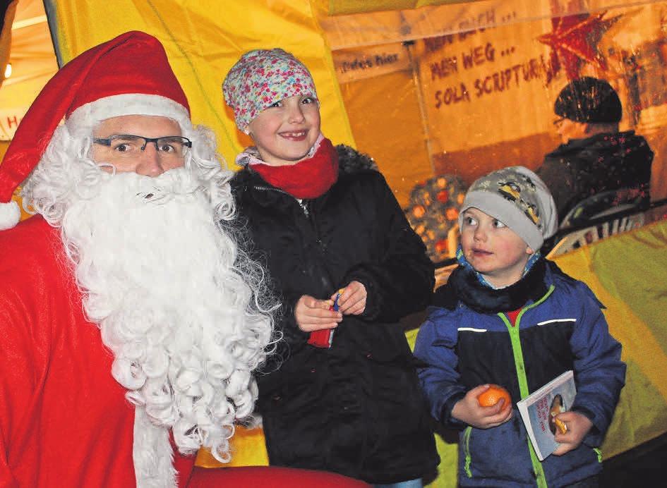 Der Weihnachtsmann hat seinen Besuch an beiden Markttagen angekündigt.