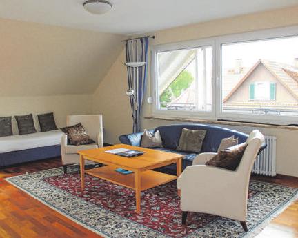 """Die elegant und großzügig geschnittene Ferienwohnung """"Säntis"""" mit 80 m2 Fläche verfügt über eine große Loggia mit ausreichend Sitzmöglichkeiten, SAT-TV, Radio, CD-Player und kostenlosem WLAN."""