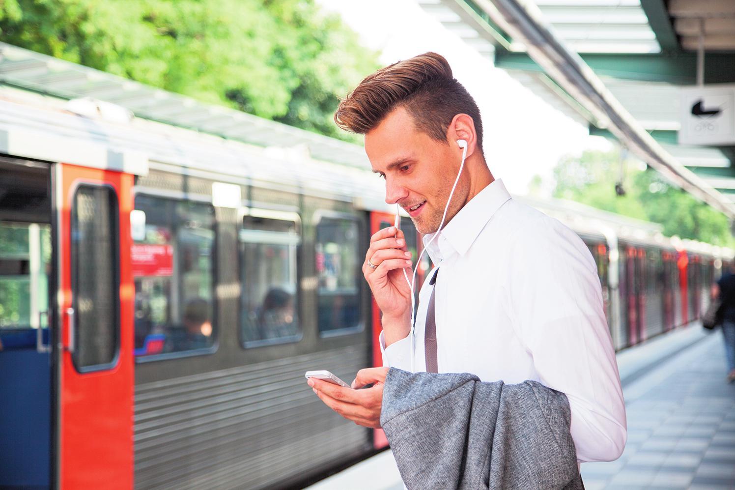 Auf Nummer sicher: Wer die Strahlenbelastung beim Telefonieren effektiv senken möchte, greift einfach zum Headset. FOTO: DPA