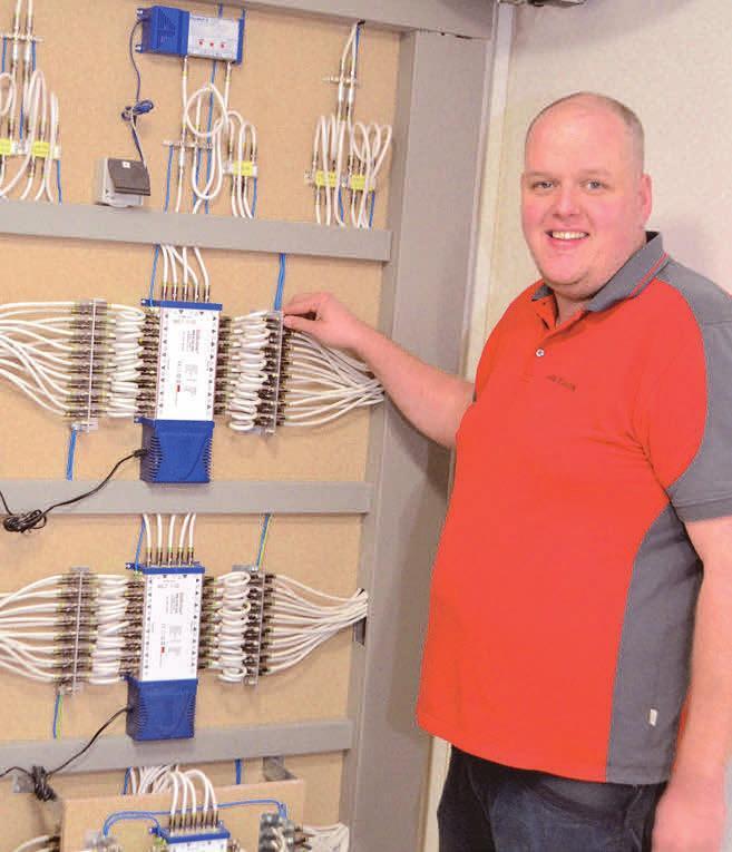 Julian Staschik ist für Kabelanschlüsse und Antennenbau zuständig