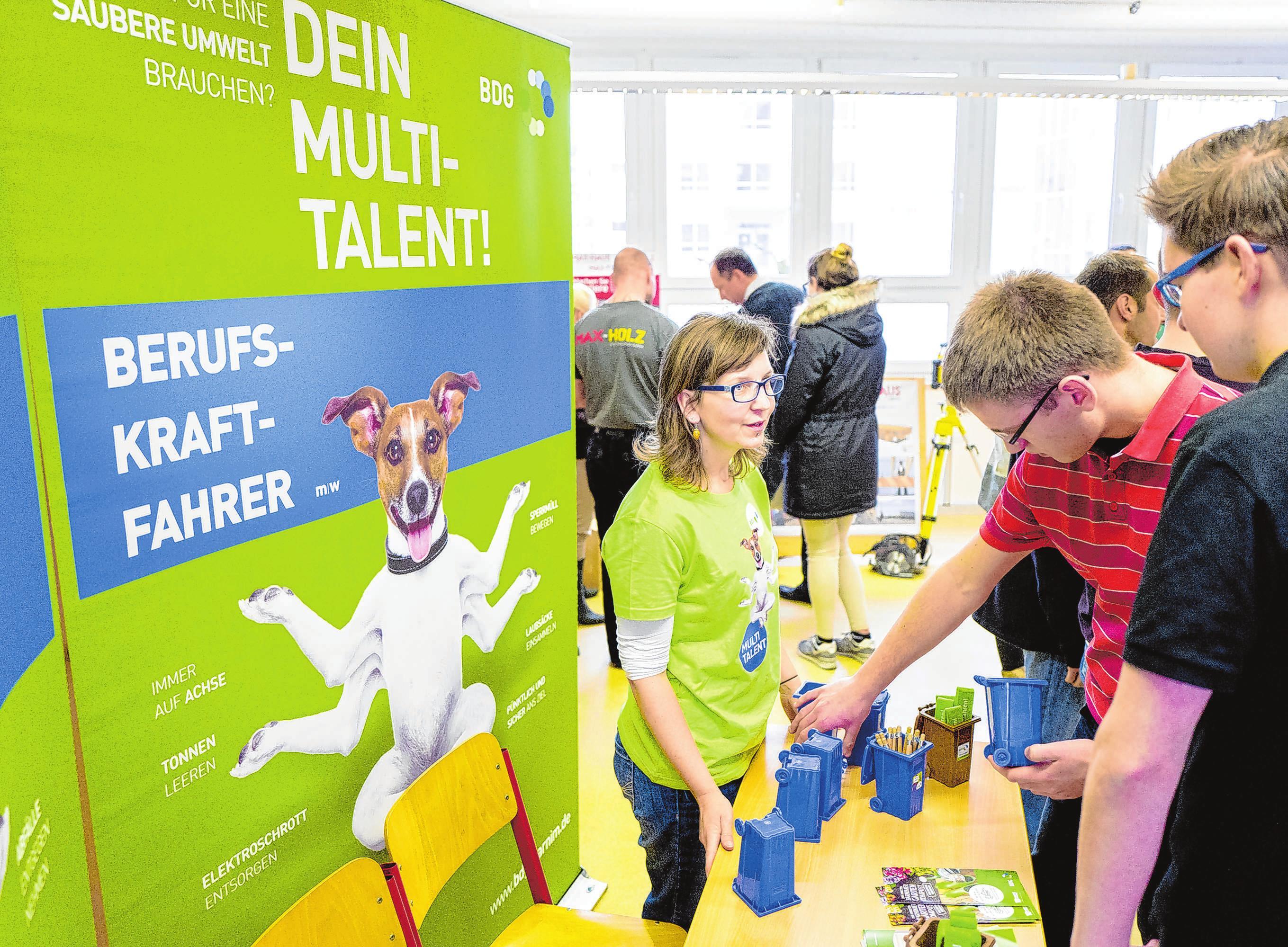 Die Barnimer Dienstleistungsgesellschaft (BDG) sucht laut Plakat nach Multitalenten. Foto: Archiv/Torsten Stapel