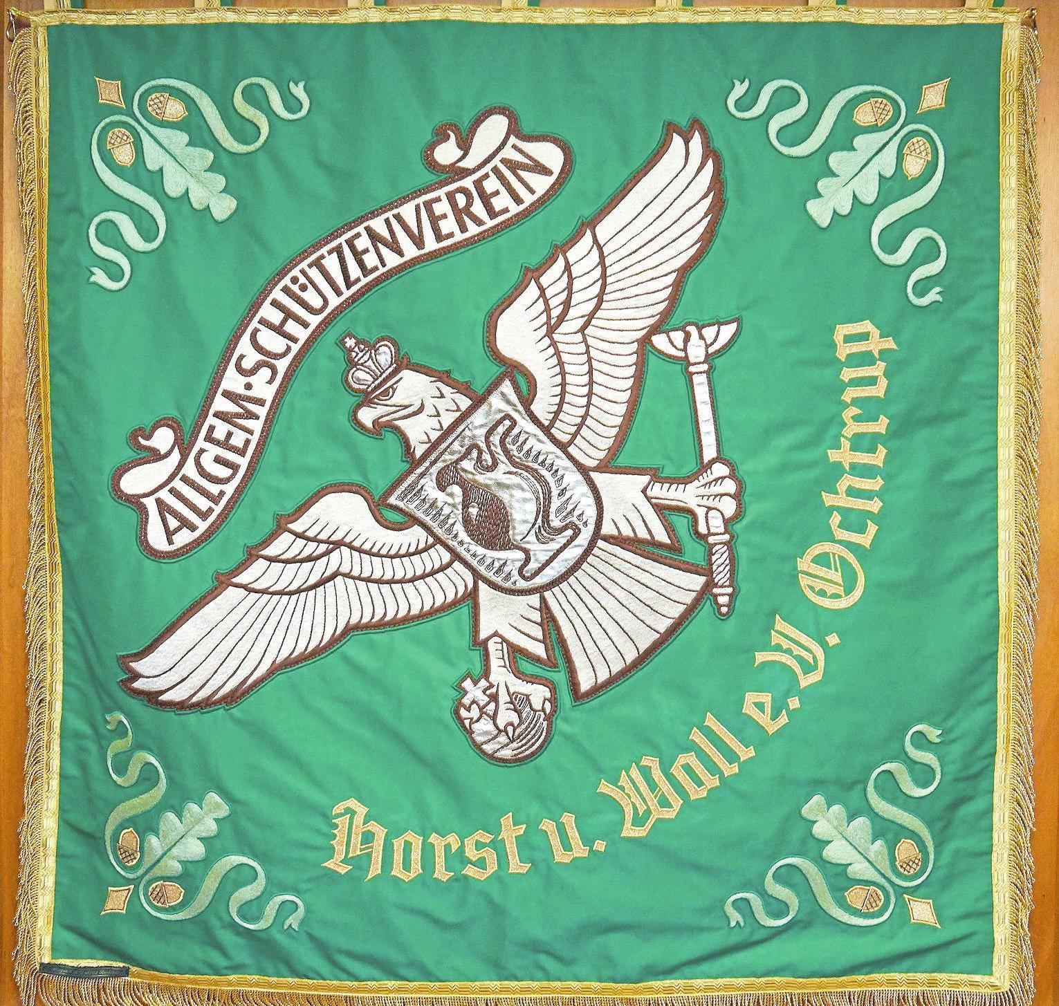 Die Vorderseite der Fahne des Allgemeinen Schützenvereins Horst und Wall Ochtrup. Fotos (2): Jürgen Ultee