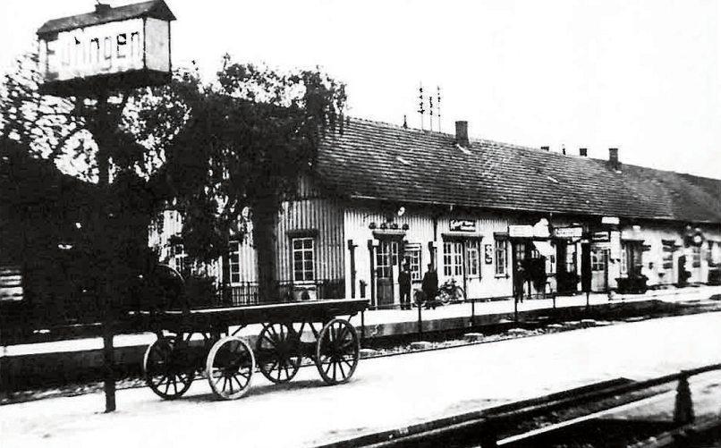"""Der frühere Bahnhof Eutingen – im Volksmund der """"Alte Bahnhof"""" – stand auch auf der Gemarkung Eutingen. Heute stehen dort die Gebäude der Firma BayWa."""