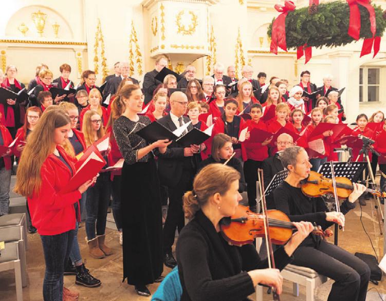 """Das traditionelle """"Fallersleber Adventskonzert"""" der Michaelis- Kirche."""