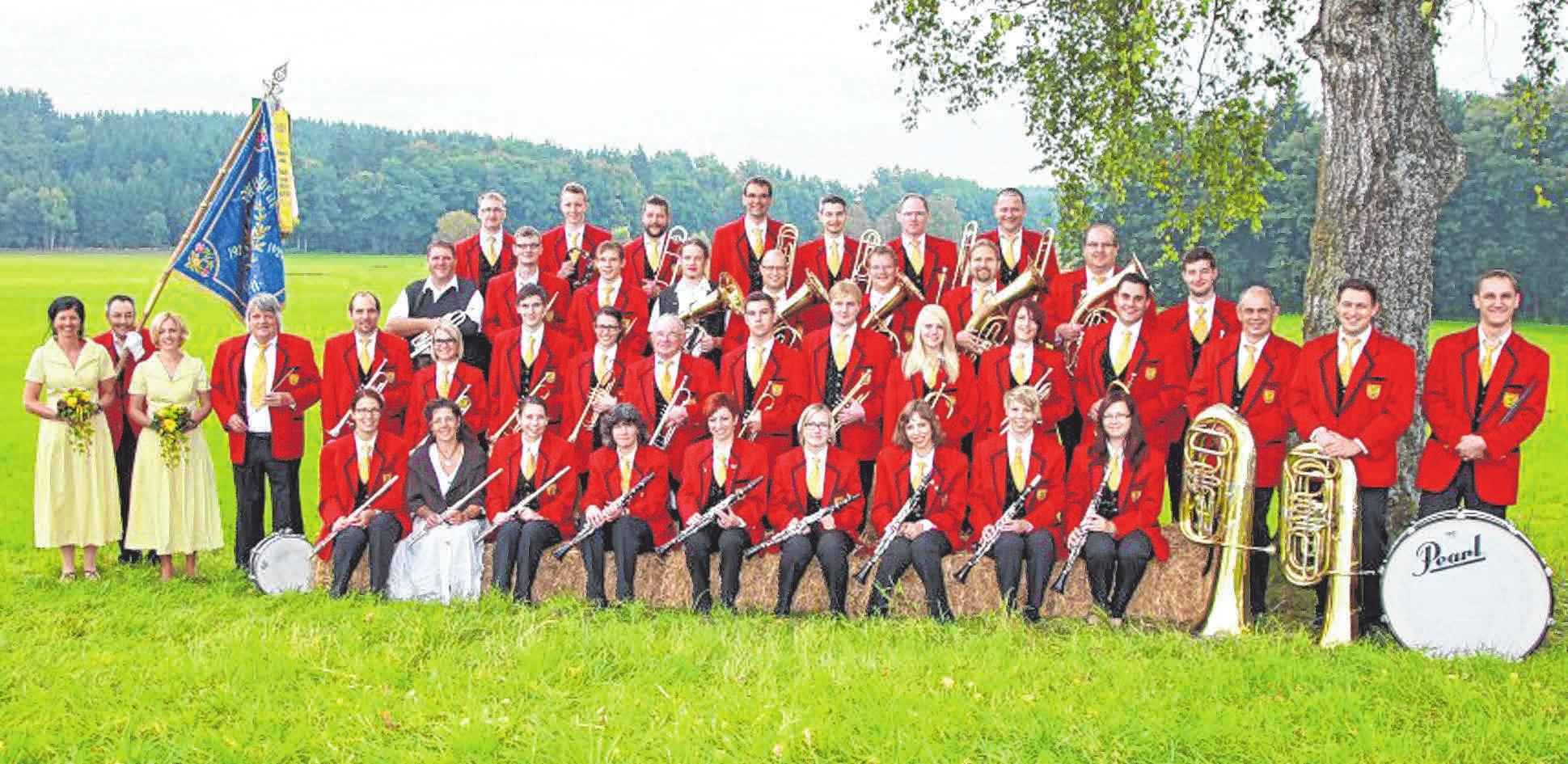 Der Musikverein Unterwaldhausen lädt wieder zu seinem viertägigen Frühlingsfest ein. Während der erste Teil der Independent-Musik gehört (Querbeat Festival, siehe gegenüberliegende Seite), steht der zweite Teil ganz im Zeichen der Blasmusik.   FOTOS: FRICK (1) / PR