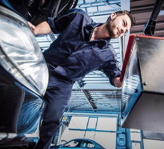 Autos, die im Oktober beim Licht-Test in den Kfz- Betrieben überprüft werden, sind auf der sicheren Seite. Bild: ProMotor/T.Volz