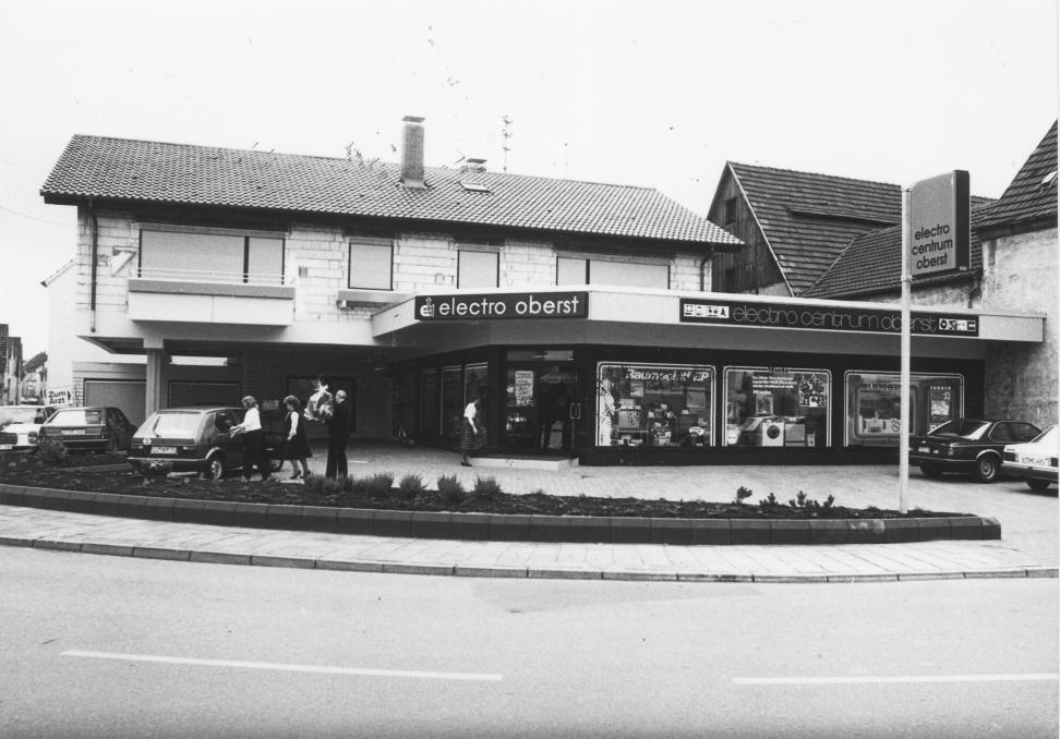 Seit 27. September 1984 in der Hauptstraße 1 in Neuhofen: Begonnen hat die Firmengeschichte von Elektro Oberst 1972 in der Hauptstraße 13 – auf einer Verkaufsfläche von 50 Quadratmetern. FOTO: HKKMEDIENGRUPPE /FREI