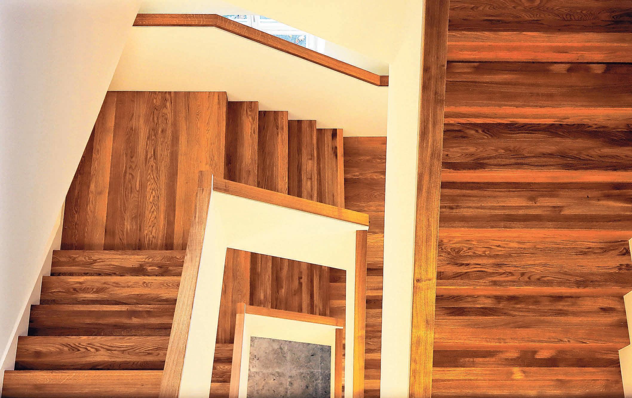 Das neue Treppenhaus, dem vier Zimmer weichen mussten, gewährleistet einen sicheren Ausgang. Die Materialien, die im Treppenhaus benutzt wurden, sind vom Feinsten.
