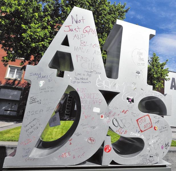 """Die Skulptur """"Aids"""" (1989) reagiert auf Robert Indianas Kunstwerk """"Love"""" (1966), das in Philadelphia zu sehen ist. PA/MATT ROURKE, EPA KEYSTONE KEFALAS"""
