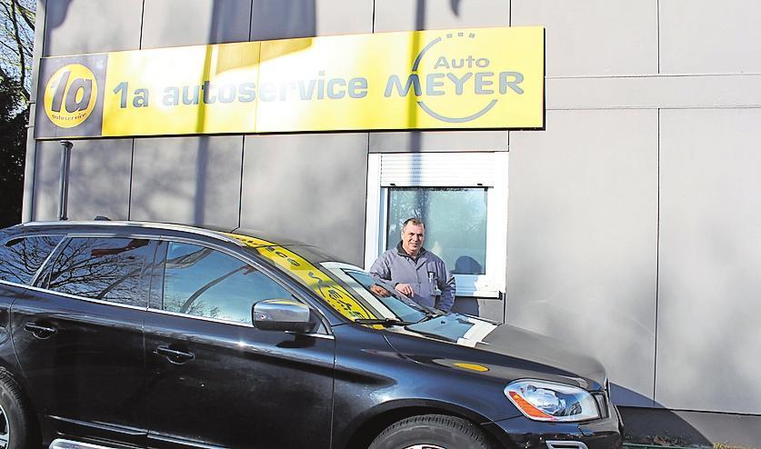 Kümmert sich unter anderem um Autos der MarkenVolvo, Chrysler, Jeep und Mazda: Michael Meyer. FOTO: SCHERZINGER