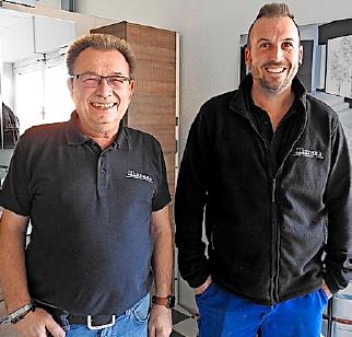 Vom Vater an den Sohn: Roland Kleinhans (links) übergab die Leitung des Handwerksbetriebs zum 1. Januar an seinen Sohn Benjamin.