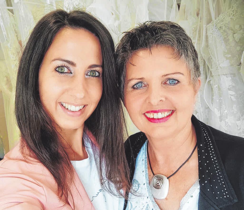 Das eingespielte Mutter-Tochter-Duo freut sich auf die Eröffnung. FOTO: PRIVAT