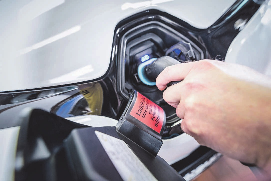 Die Ladeinfrastruktur für E-Fahrzeuge muss weiter verbessert werden. Foto: ProMotor/T. Volz