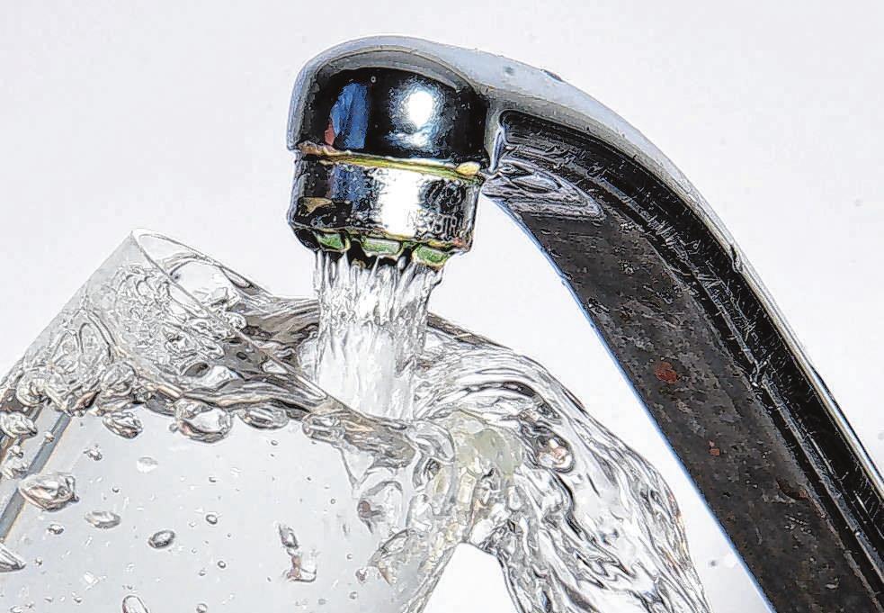 Trinkwasser kommt ganz bequem aus der Leitung und hat somit einen deutlich geringeren ökologischen Fußabdruck als Flaschenwasser. Foto: Archiv