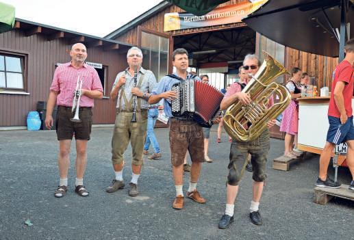 Die Wiesenttaler Musikanten sorgen am Donnerstag ab 17 Uhr für die passende Kerwamusik. Fotos: privat