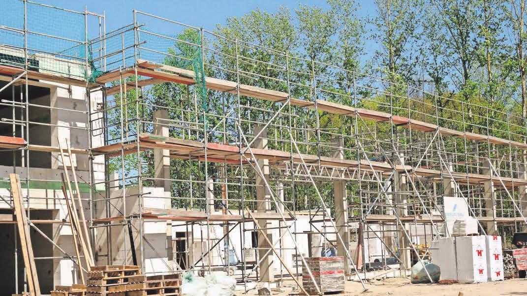 Der Rohbau: So sah das Gebäude an der Bundesstraße 167 wenige Wochen nach dem Baustart aus. FOTO: CHRISTIAN SCHMETTOW