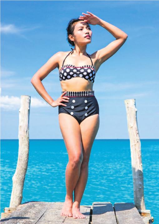 Bikinis und Badeanzüge mit hoher Taille liegen 2019 im Trend. Foto: milkovasa