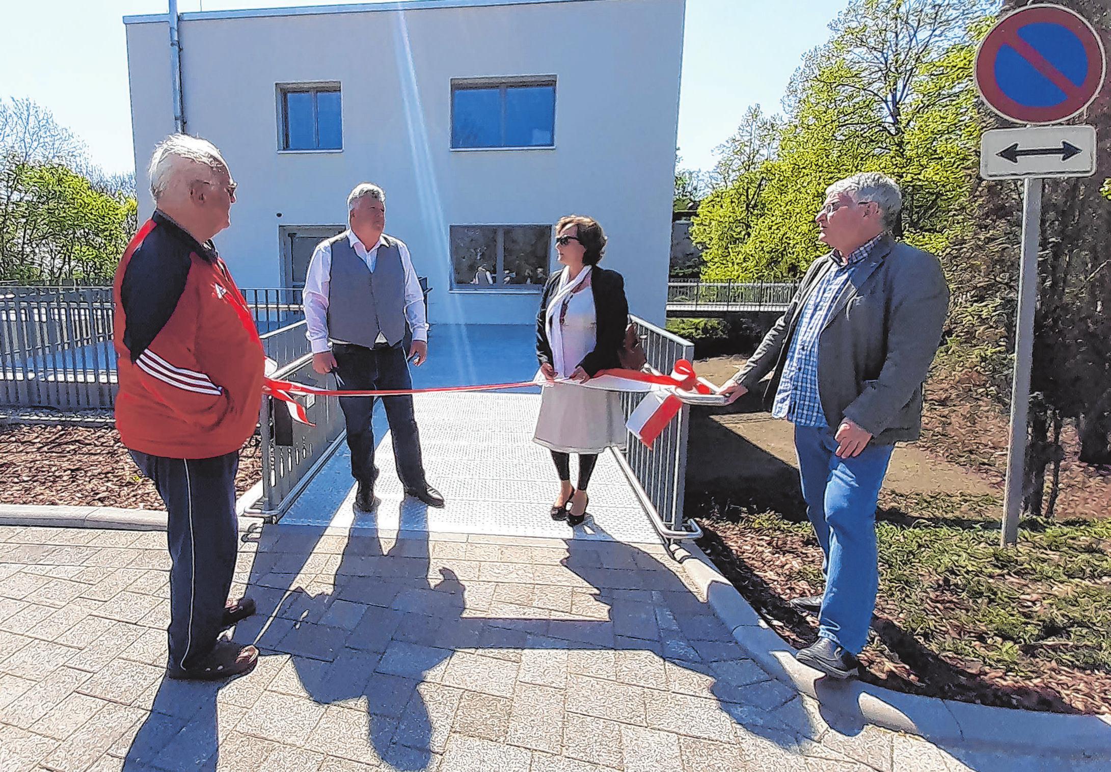 Mit dem Banddurchschnitt ist vor wenigen Tagen das Empfangsgebäude, das jetzt über einen barrierefreien Zugang verfügt, übergeben worden.