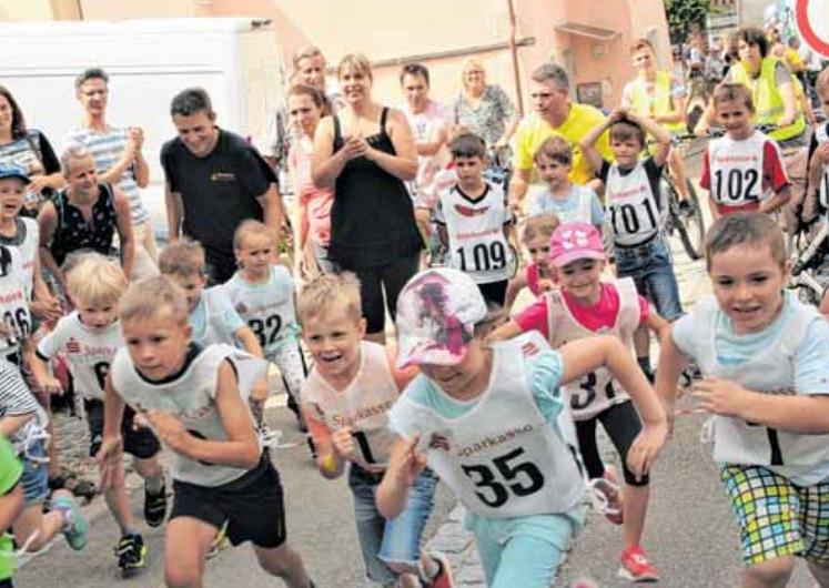 Heiß auf den Stadtlauf: Jung und Alt geben für eine gute Platzierung Vollgas.