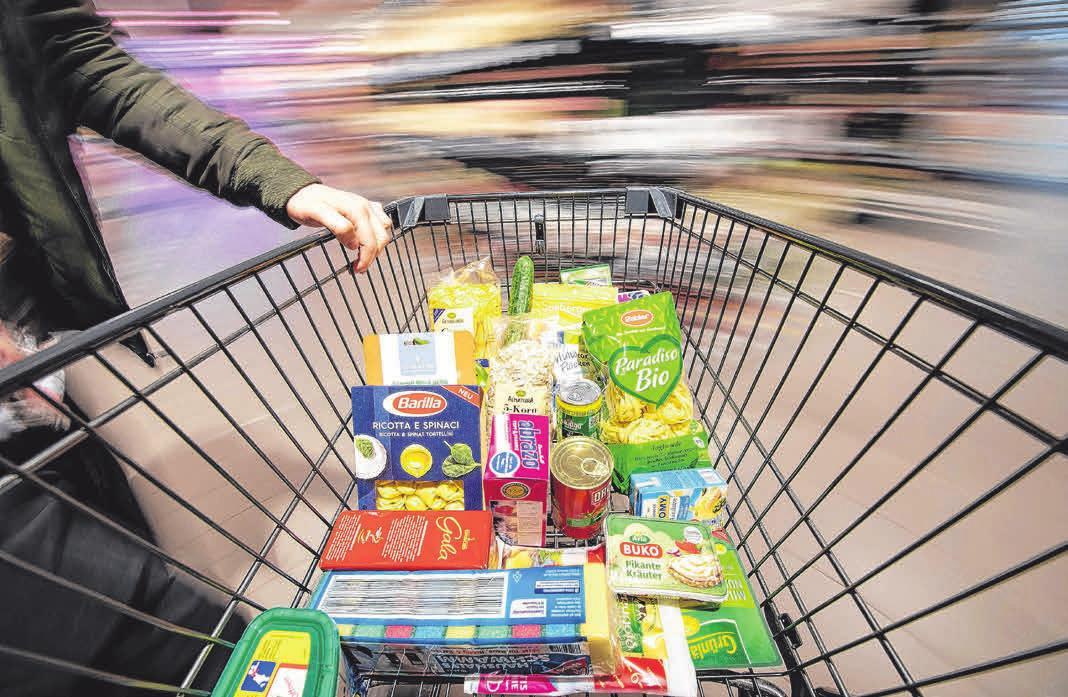 Gesunde Ernährung beginnt für die Verbraucher beim Einkauf. Immer mehr legen Wert auf Nachhaltigkeit. Foto: Fabian Sommer