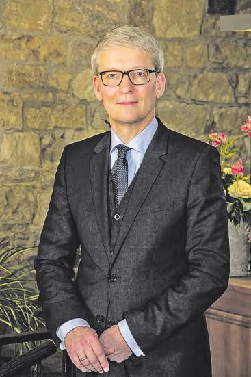 Rechtsanwalt Jan Bittler ist Geschäftsführer der DVEV Deutsche Vereinigung für Erbrecht und Vermögensnachfolge, die sich zum Ziel gesetzt hat, Juristen, Steuerberater sowie verwandte Experten in Fragen des Erbrechts und der Vermögensnachfolge umfassend zu unterstützen und die Öffentlichkeit über das Thema zu informieren. www.erbrecht.de