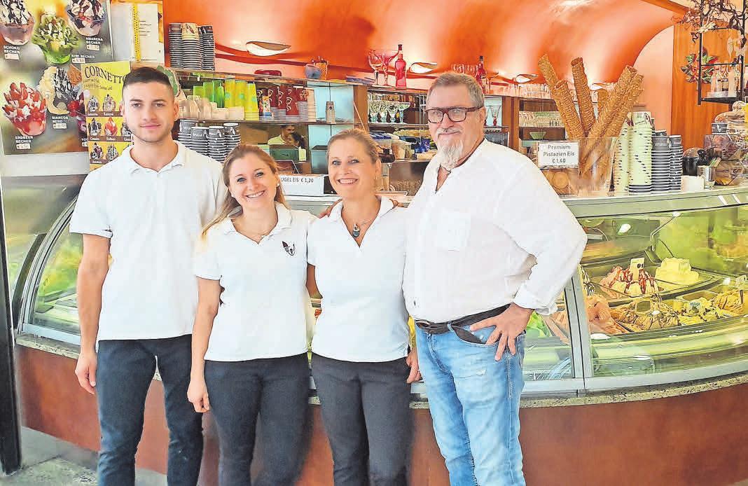 Die Familie Bardin mit Matteo, Veronica, Elena und Gian Battista steht für Eisgenuss im CCL.