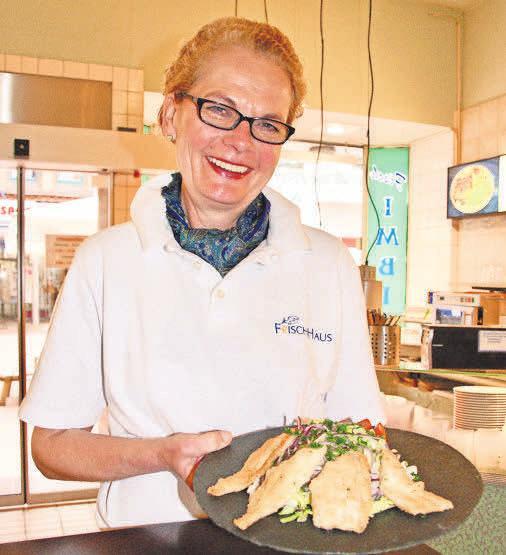 Katrin Frisch empfiehlt gebratene Filets von der Mai-Scholle auf Frühlingssalat.