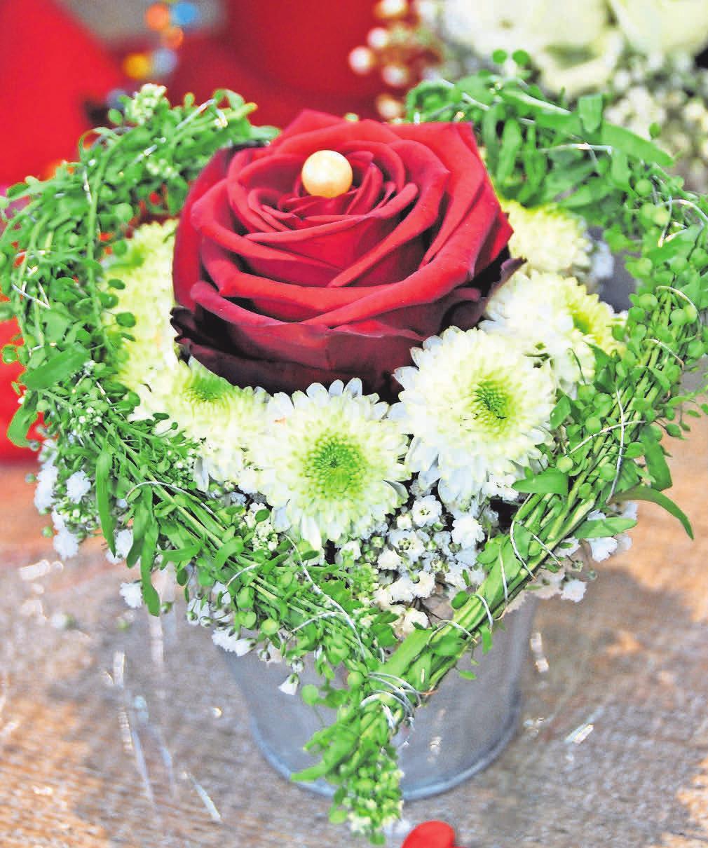 """Alle Arrangements zum Valentinstag sind handgefertigt – nichts kommt """"von der Stange""""."""